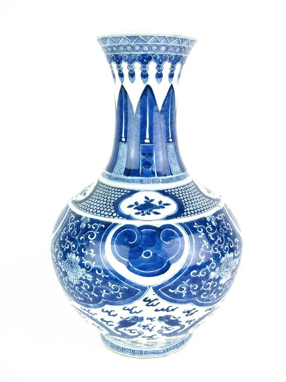 7: A Chinese blue and white bottle-vase, late Qing Dyna