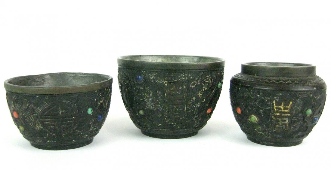10: Three Chinese carved coconut vessels, early Qing Dy