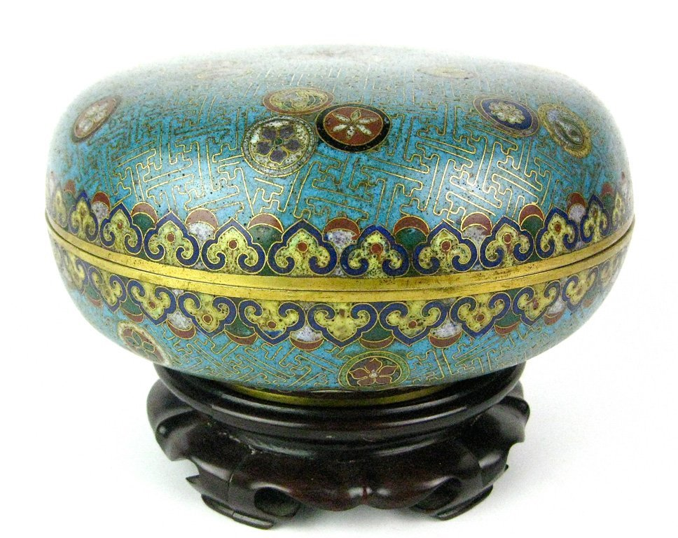 24: A Chinese cloisonné box and cover, Qing dynasty, 19