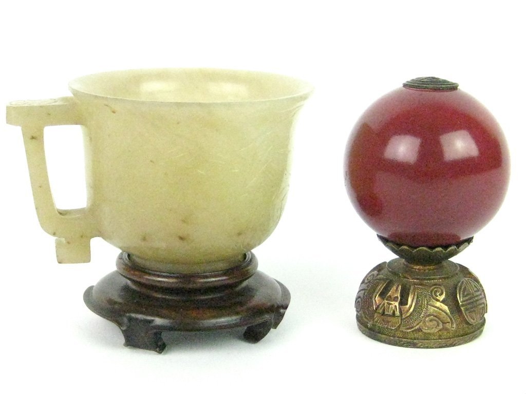 72: A Chinese pale celadon jade handled cup, late Qing