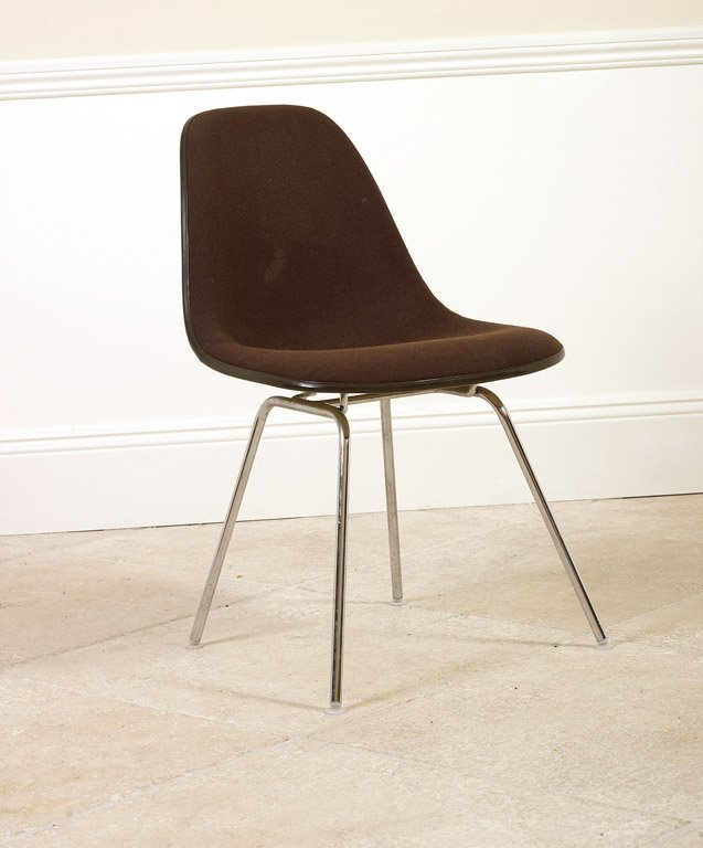23: A contemporary brown upholstered metal chair 80cm h