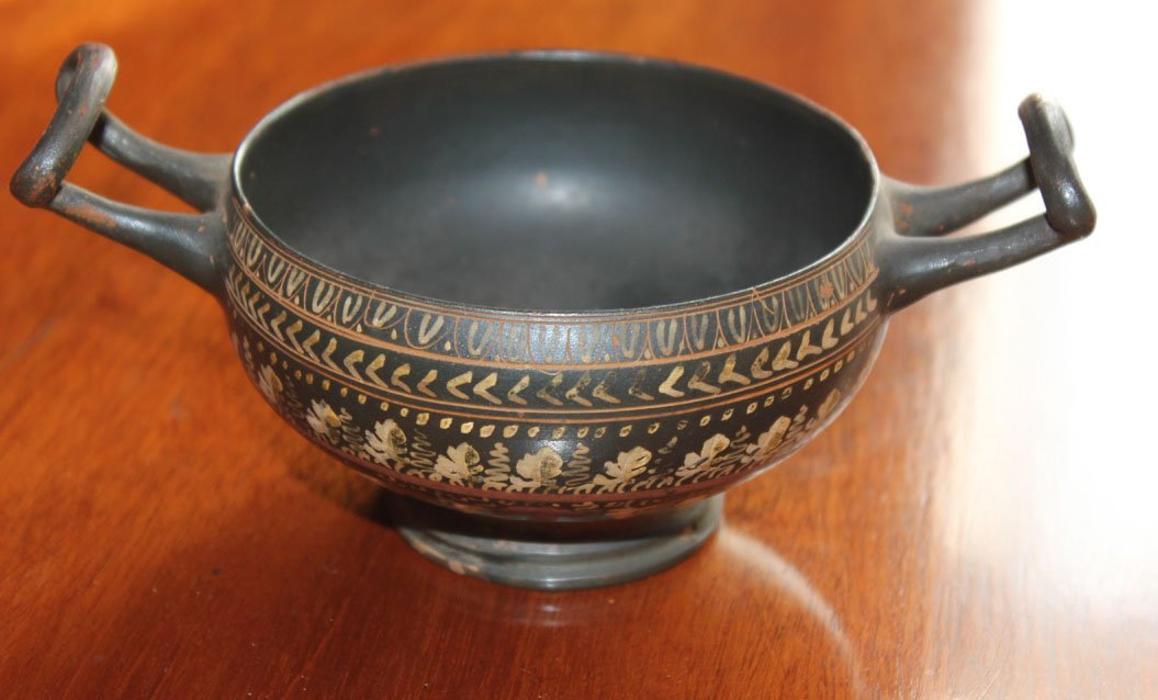 24: A decorated twin handled cup, Greek, circa 400BC 15