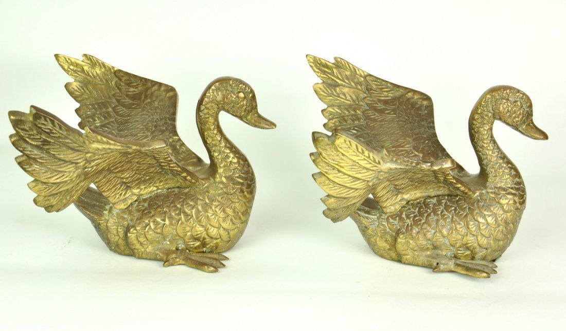 A pair of brass swans 15cm high, 27cm wide