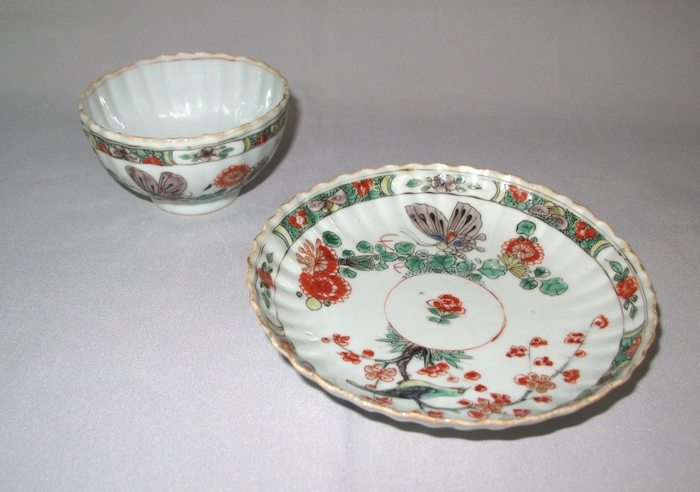 A Chinese famille-verte moulded teabowl and saucer, Kan