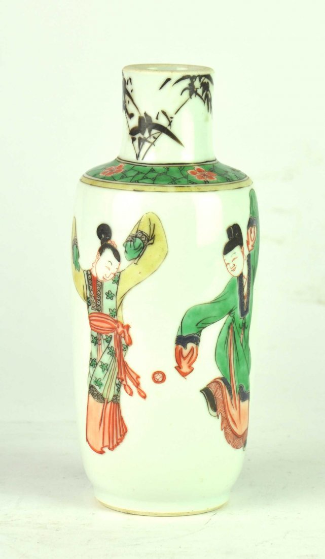 A Chinese famille-verte rouleaux vase, Kangxi, 1622-172