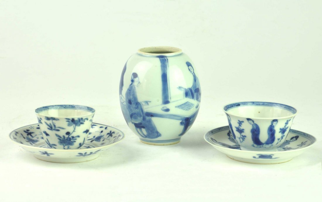 A collection of three Chinese blue and white items, Kan