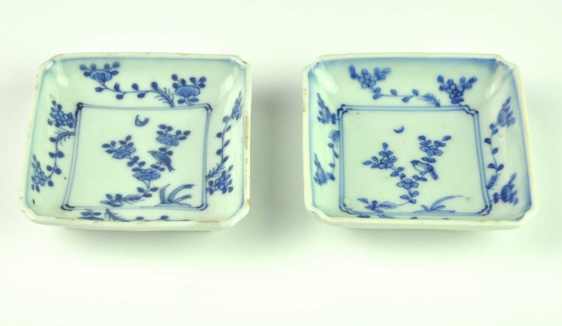 A pair of Chinese blue and white quatrefoil dishes, Cho