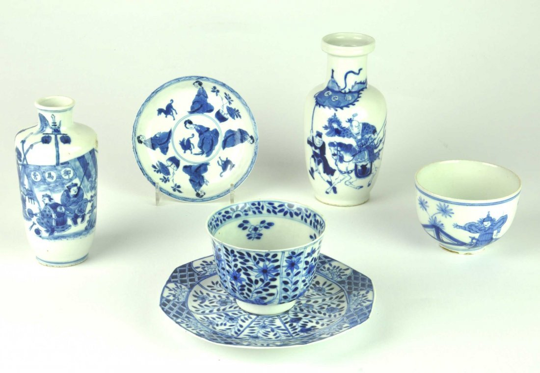 Five Chinese blue and white objects, Kangxi and later t