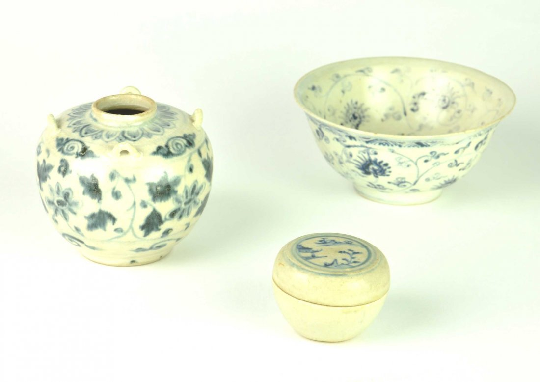 Three Vietnamese blue and white objects, 15th/16th cent