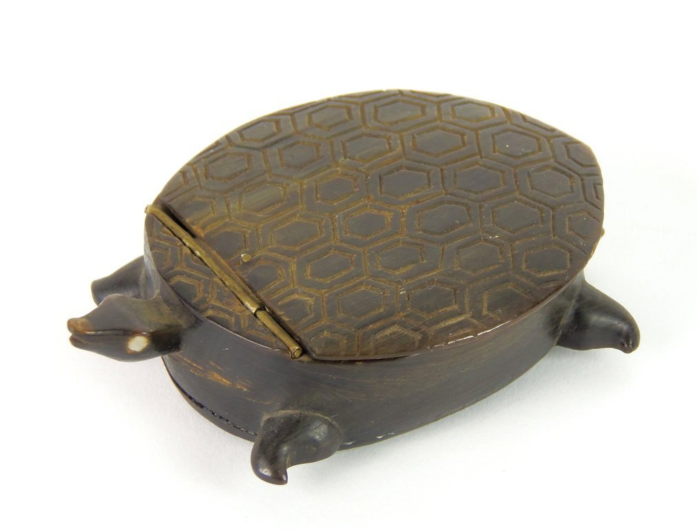 An unusual carved horn snuff box in the form of a turtl