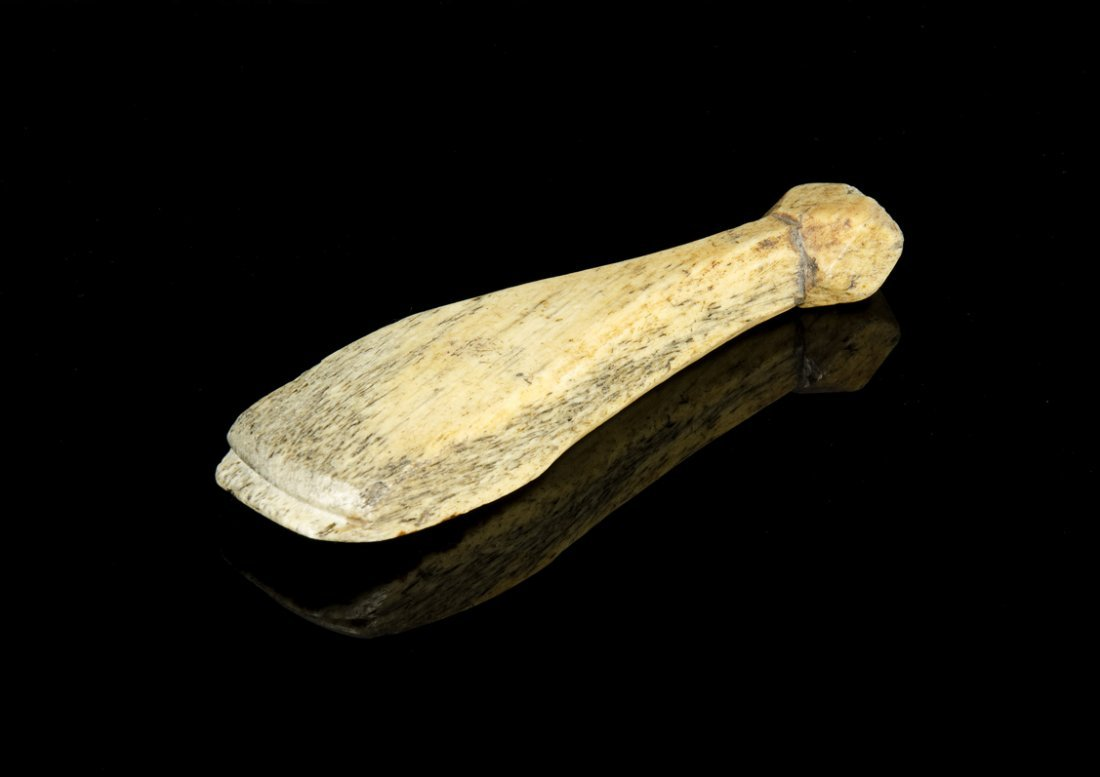 A whalebone bottle shaped seam rubber, 19th century