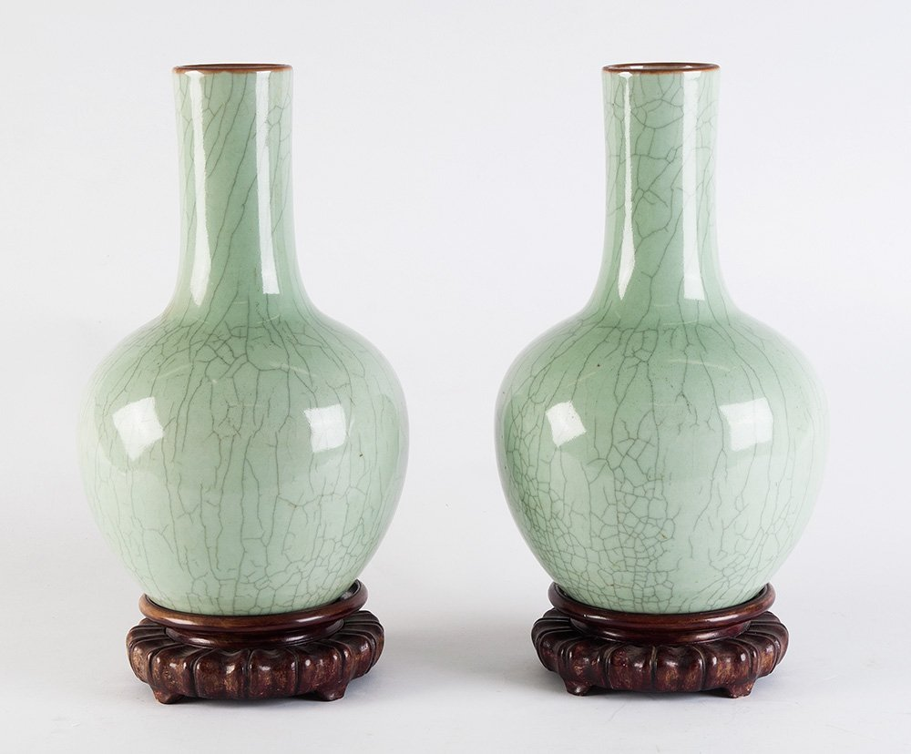 A large pair of Chinese bottle-vases, 19th/20th century