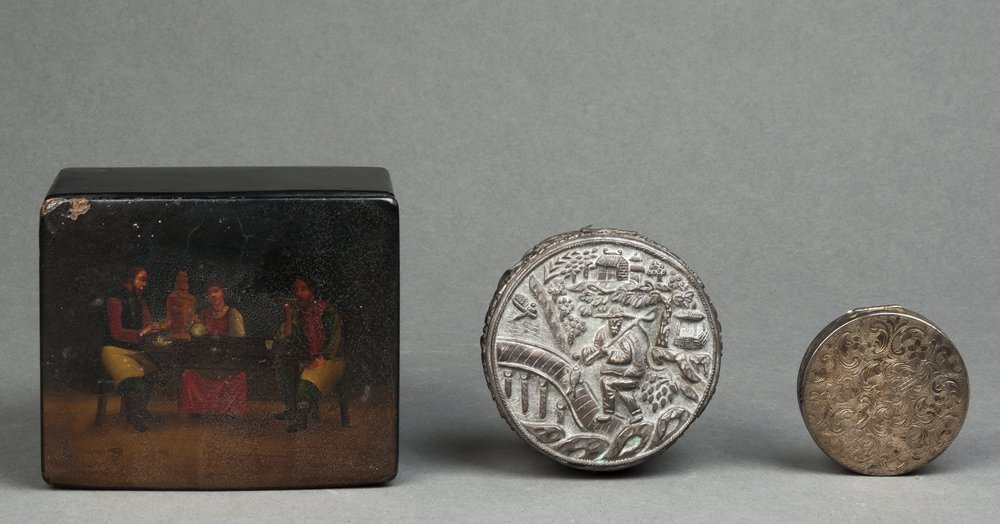 Chinese silver circular jewel box; European silver