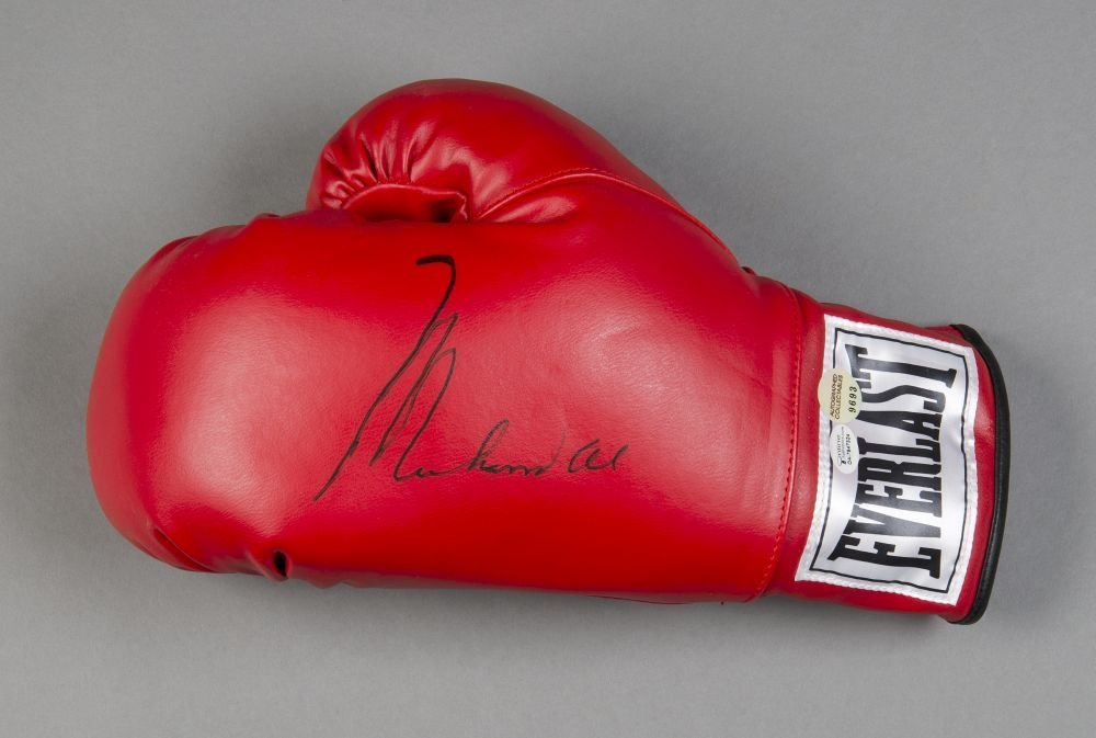 MUHAMMAD ALI, signature on 'Everlast' boxing glove.