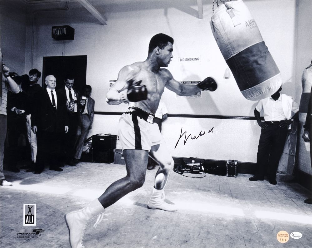 MUHAMMAD ALI, signed photograph of Muhammad Ali with