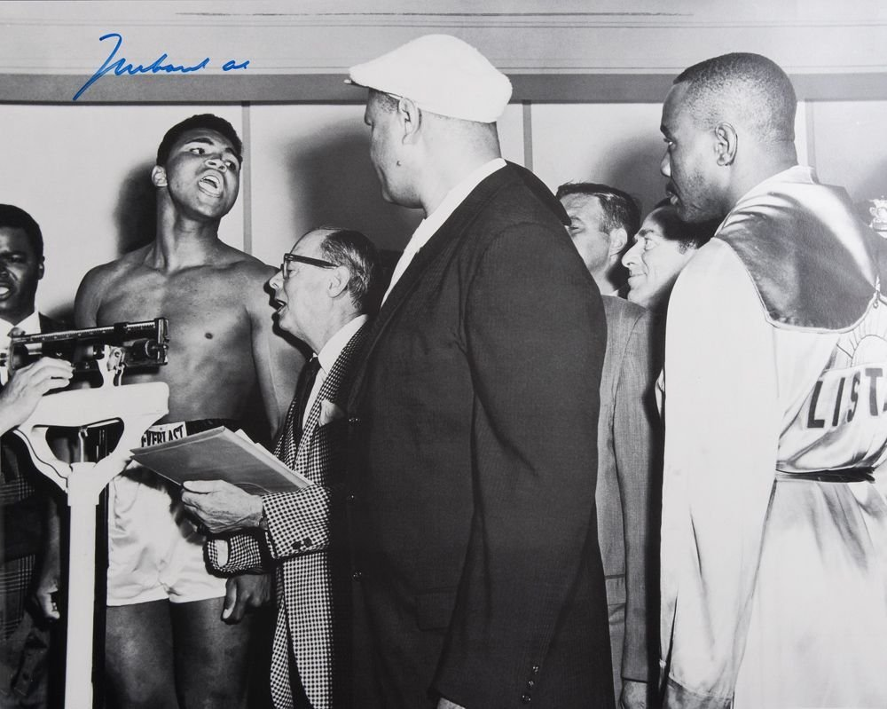MUHAMMAD ALI, signed b/w photograph of Ali at weigh-in