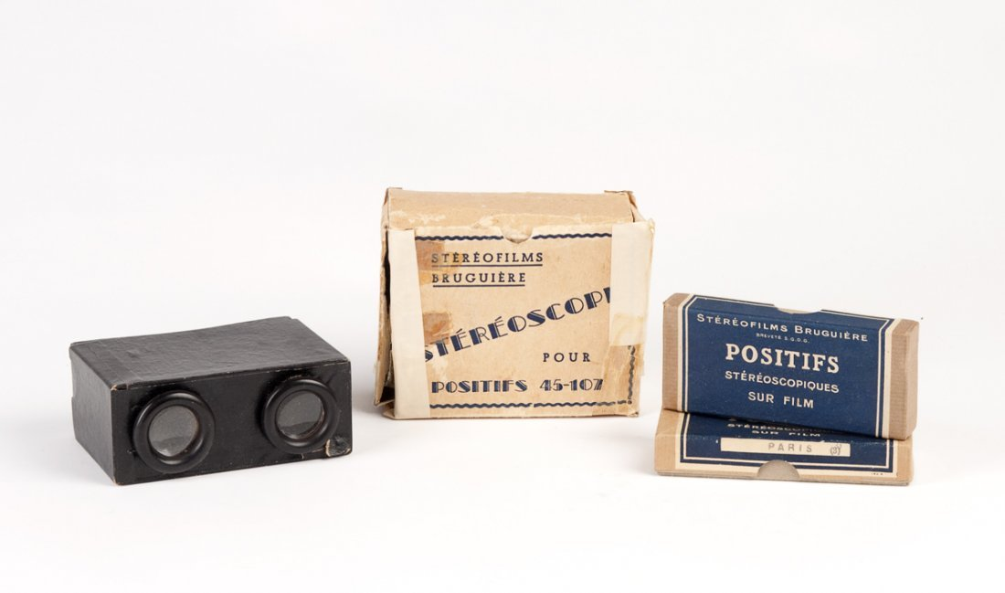 STEREOSCOPE: Vintage viewer and collection of slides in