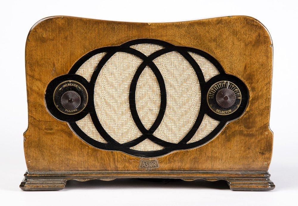 ASTOR MICKEY OZ: Timber cased mantle radio circa 1933.