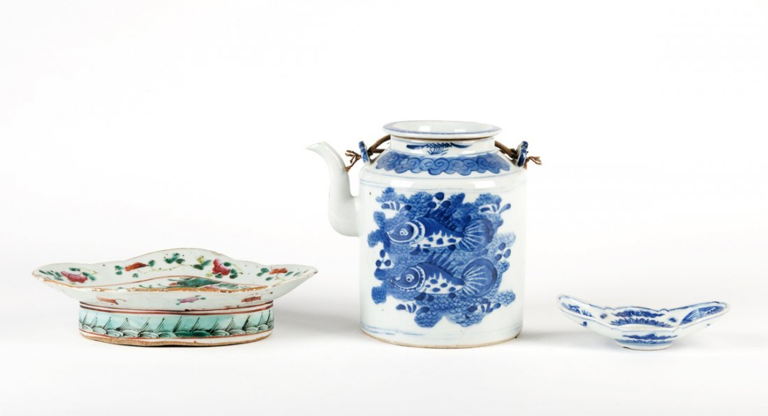 A Chinese blue and white teapot and cover 13cm high and