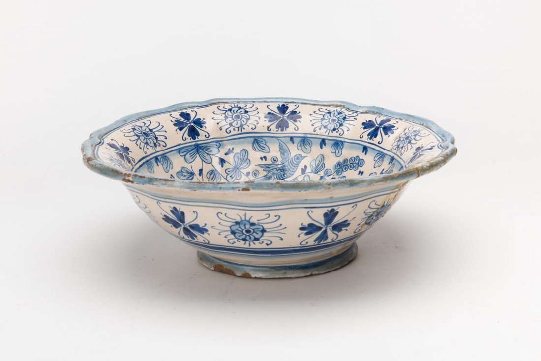 Tin glazed earthenware delft bowl, signed DERUTA.