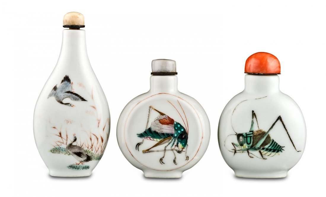 Three porcelain snuff bottles, late Qing dynasty
