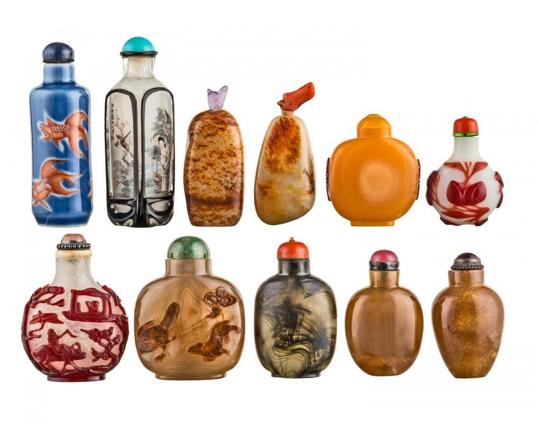 A box of 11 Chinese snuffs bottles, 20th century