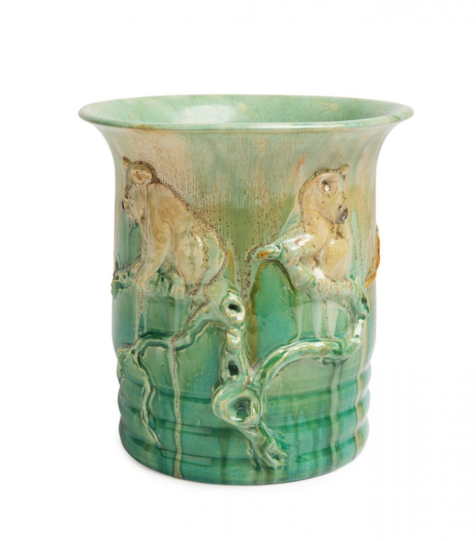 Remued Pottery  A rare green glazed eartherware vase