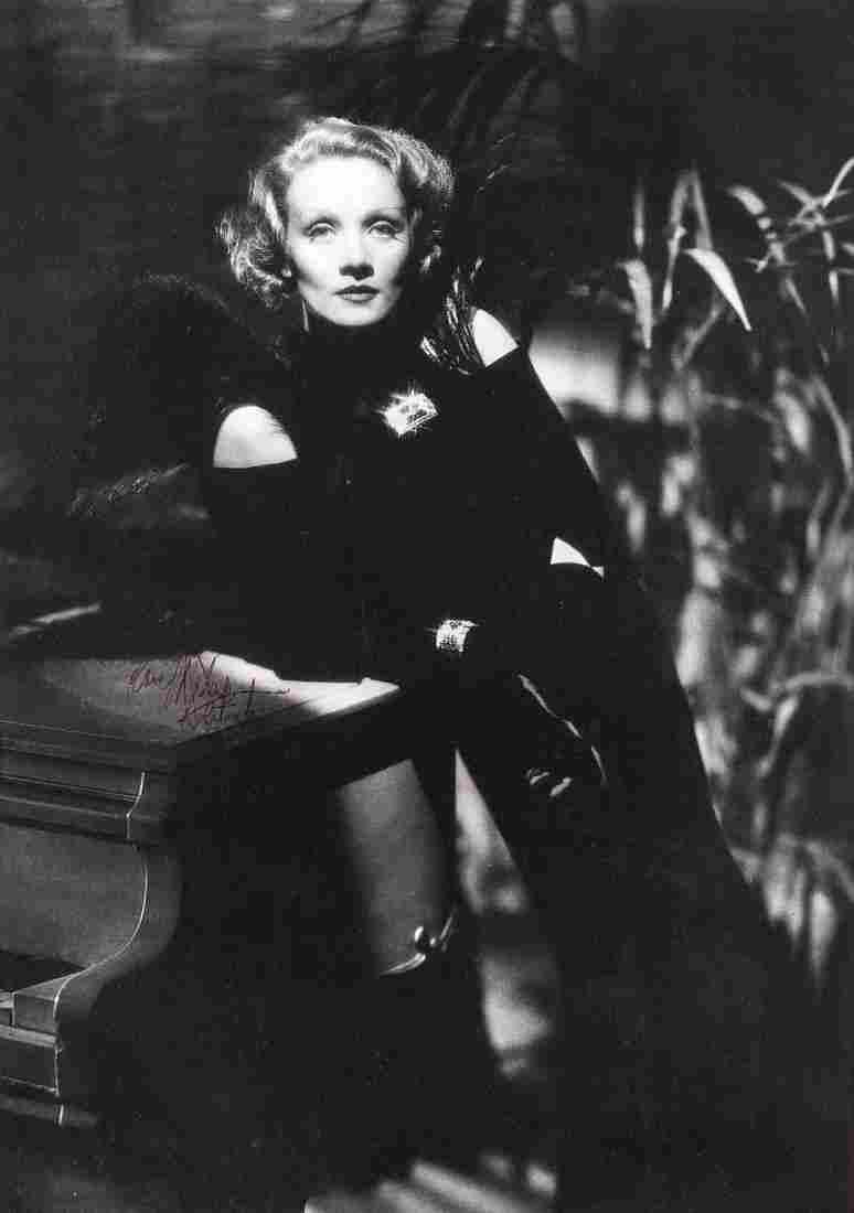MARLENE DIETRICH (1901-1992): Good signature on