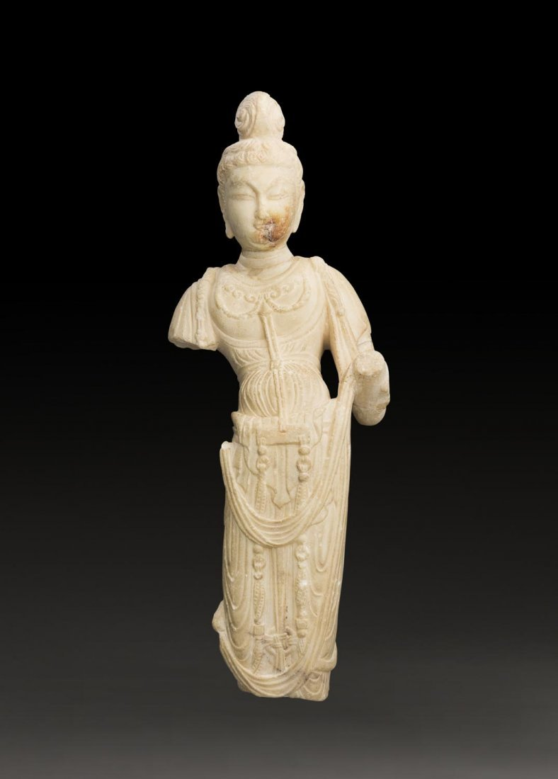 A SUPERBLY CARVED CHINESE MARBLE SCULPTURE OF A