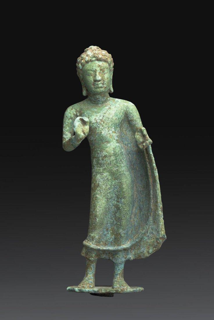 A VERY RARE THAI BRONZE FIGURE OF BUDDHA, CIRCA 8TH-9TH