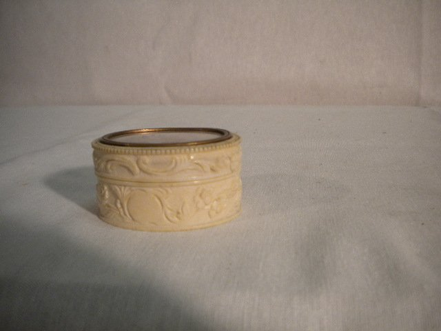 9: Small ivory box with miniature