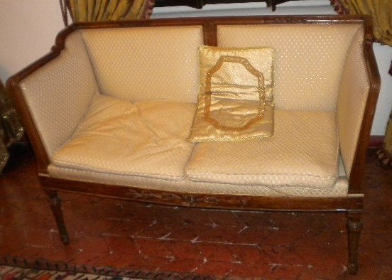 4: An Italian Neoclassic canapè