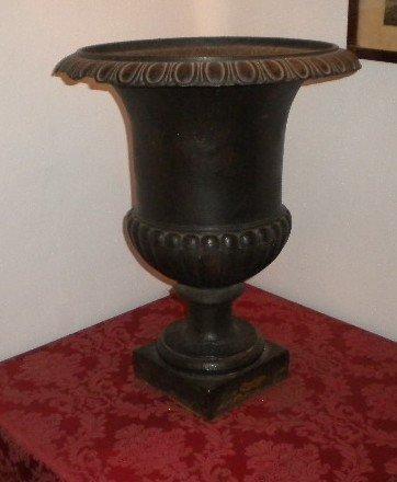 8: Pair of cast-iron urnes
