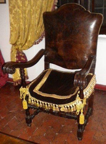 9: Armchair 17th century