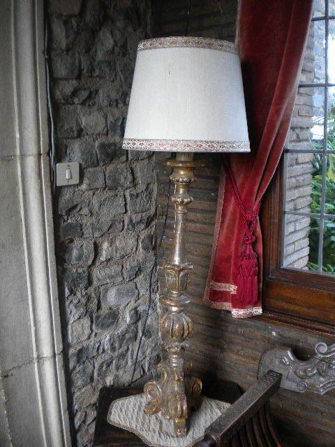 22: Giltwood Italian lamp of 18th century