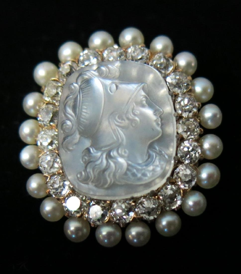 19TH LADIES PIN WITH CARVED NACRE CAMEO