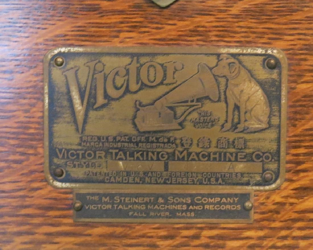 VICTOR OAK CASED 'TALKING MACHINE' - 2