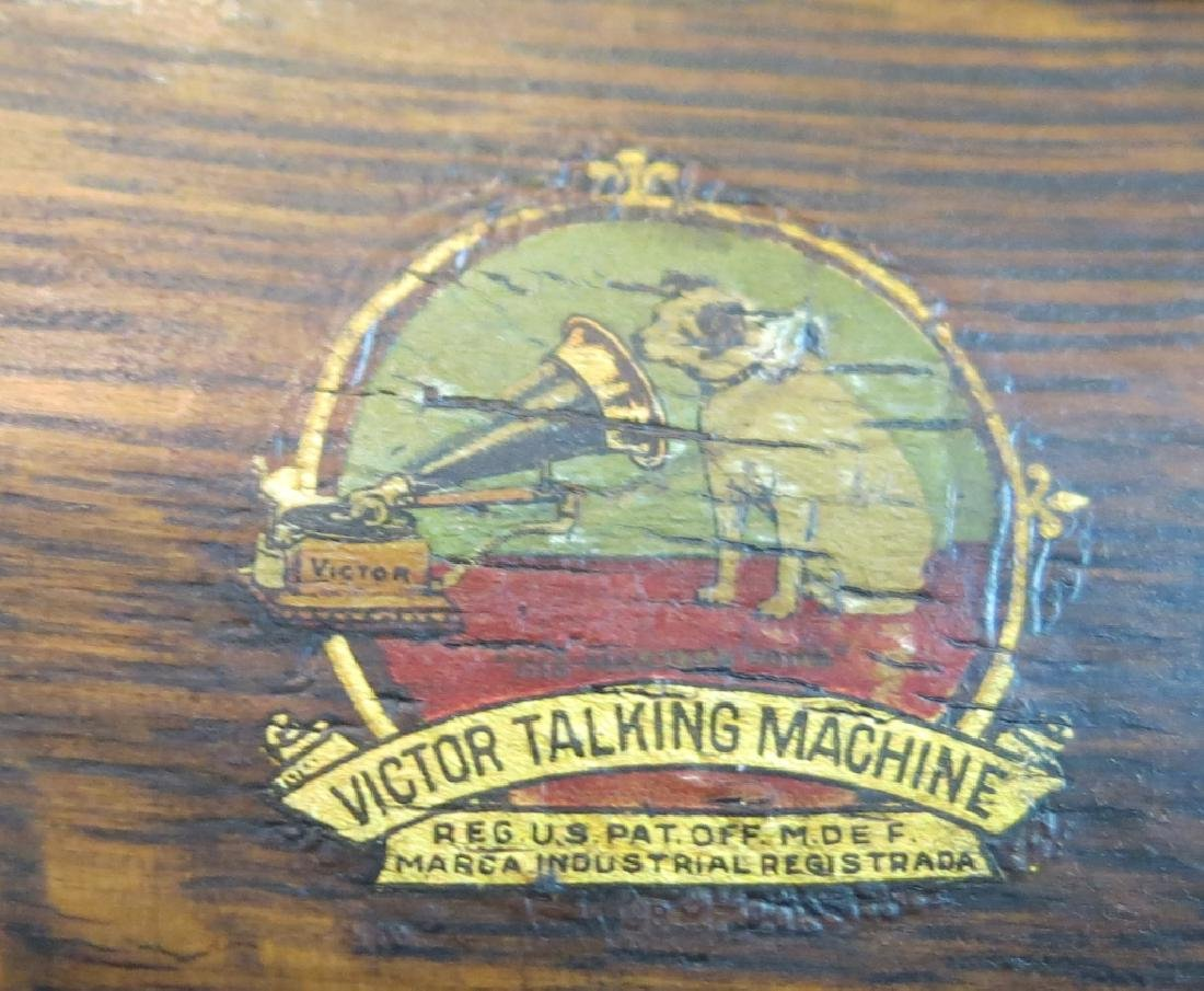 VICTOR OAK CASED 'TALKING MACHINE' - 4