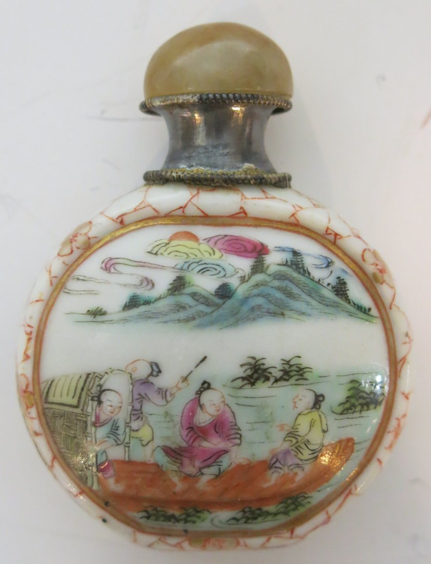 FINE CHINESE PORCELAIN SNUFF BOTTLE