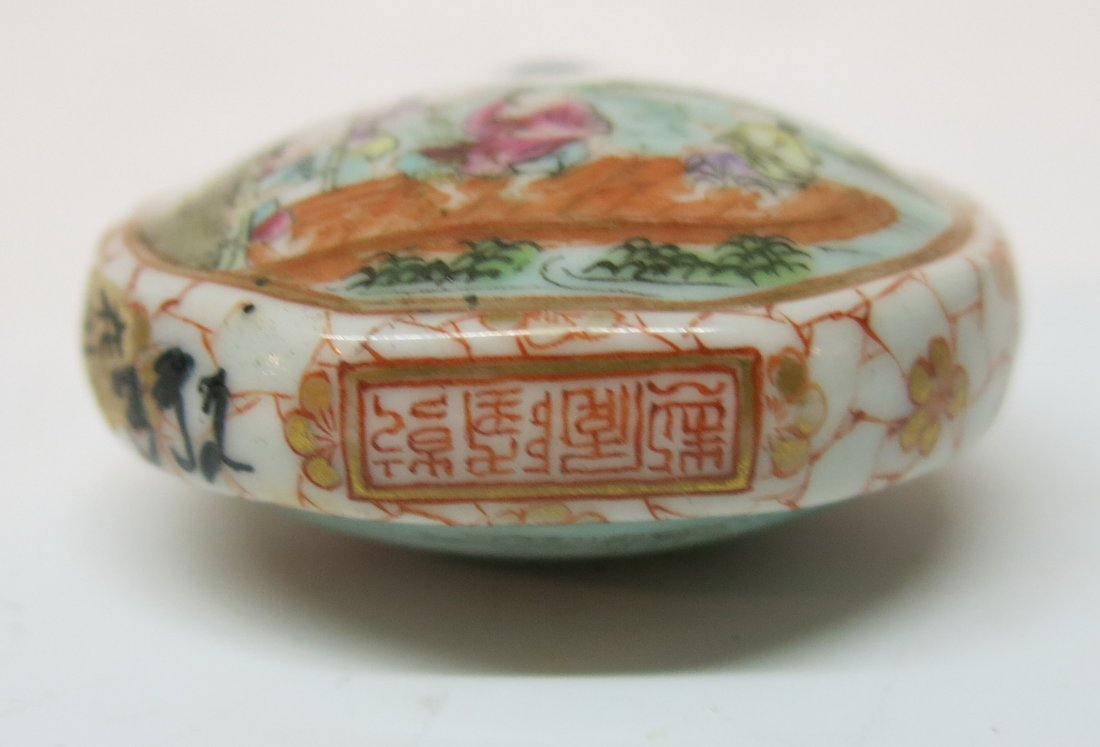FINE CHINESE PORCELAIN SNUFF BOTTLE - 4
