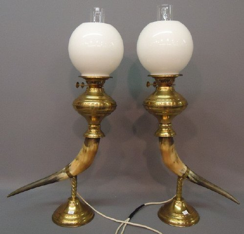 62: PAIR OF DECORATIVE LAMPS WITH STEER HORNS