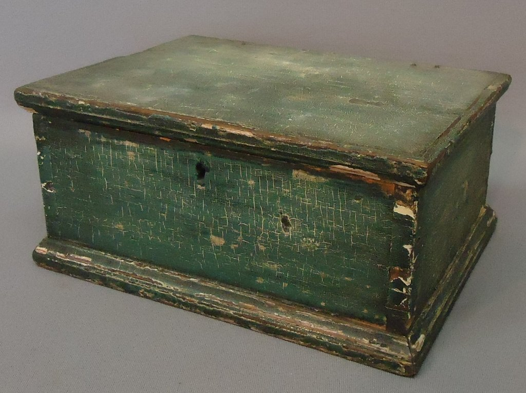 28: SMALL DOVETAILED DOCUMENT BOX