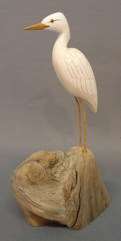 23: POISSON MINIATURE CARVING OF AN EGRET