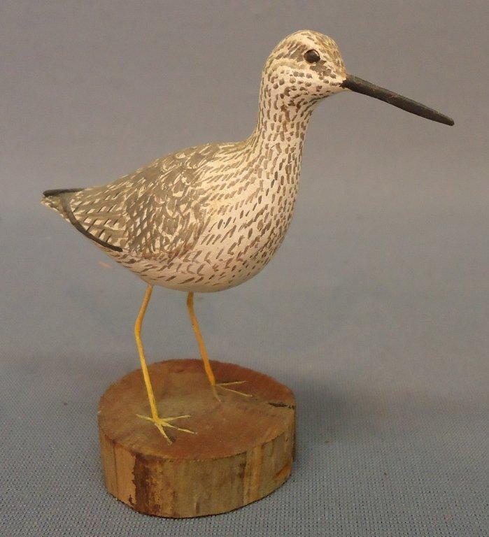 24: MINIATURE BIRD CARVING OF A SANDPIPER
