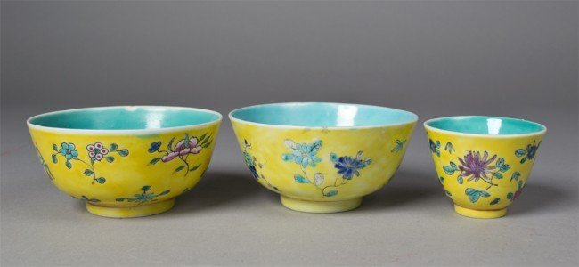 16: 3 CHINESE QING FAMILLE ROSE BOWLS