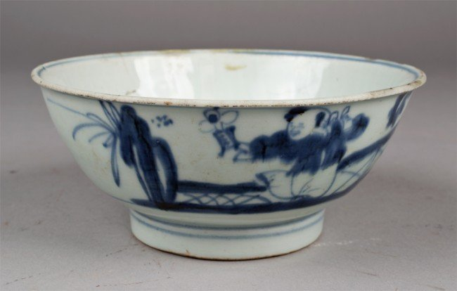 22: CHINESE MING BLUE AND WHITE PORCELAIN BOWL