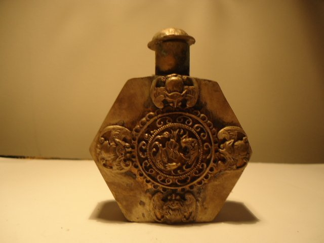 7: CHINESE SILVER SNUFF BOTTLE