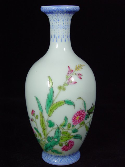 6010: Chinese enameled vase from the early 1900s