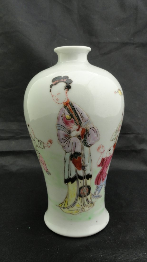 6014:Fine 19th Century Chinese Export Famille Rose vase