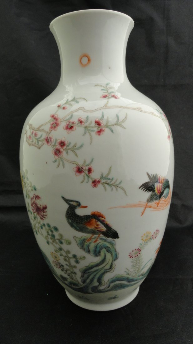 6024: Chinese Famille Rose vase from the early 1900's